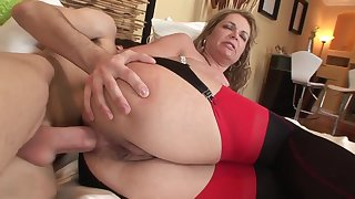 Old together with young anal: big arse mature MILF arse fucked at the end of one's tether younger old bean
