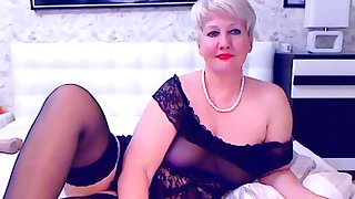 Blonde of age bbw masturbates on cam